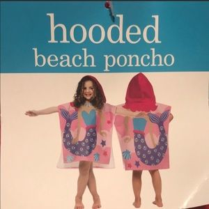 Mermaids 🧜‍♀️ hooded beach poncho